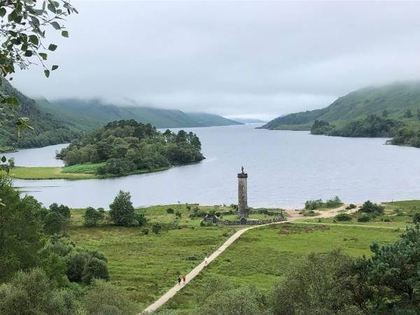 Von Glennfinnan aus startete Bonnie Prince Charlie seine Rebellion, der im 19. Jahrhundert erbaute Turm erinnert daran